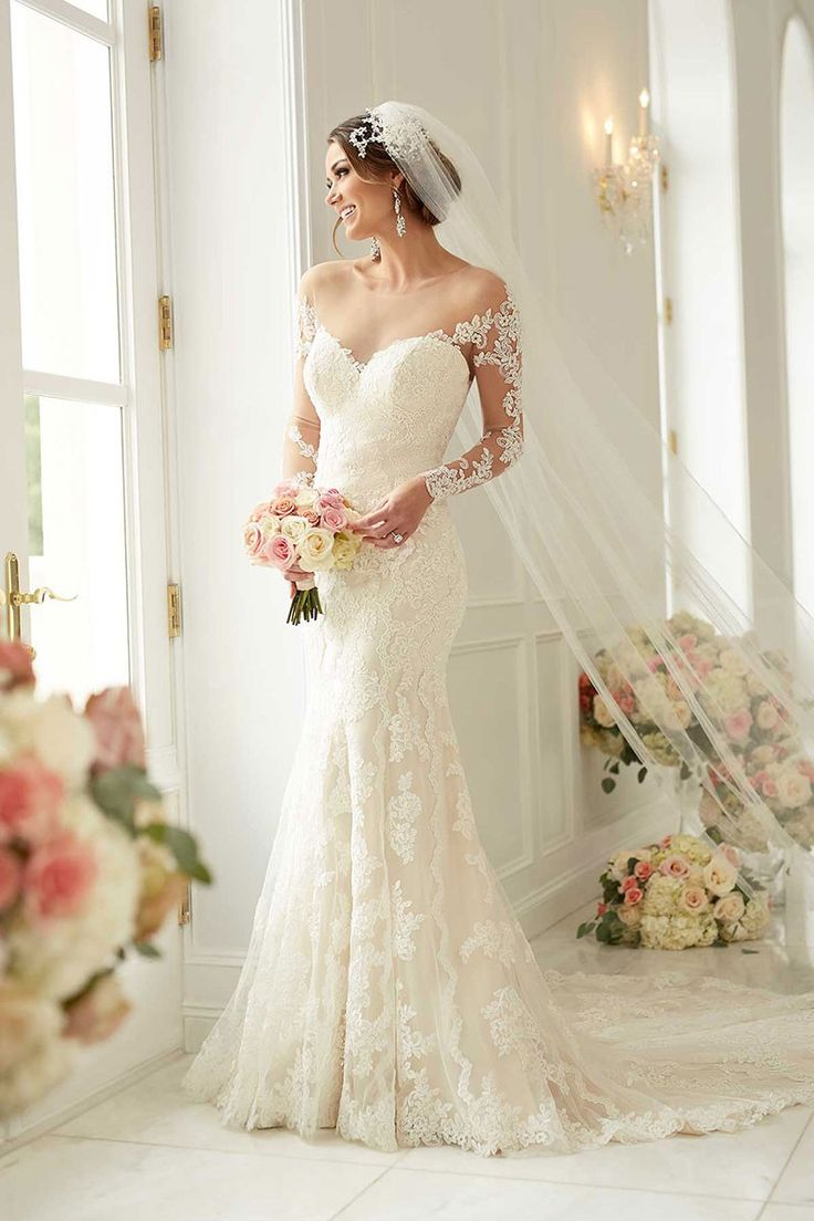 Elegant feel and beautiful look. Obsessed with this Stella York dress.