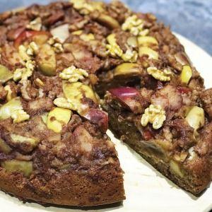 Jablkovo - škoricový s vlašskými orechmi. Chutný obrátený koláč bez cukru !