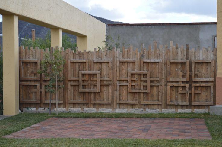 Cerca de madera para tu patio, una manera de reciclar pedazos de madera.