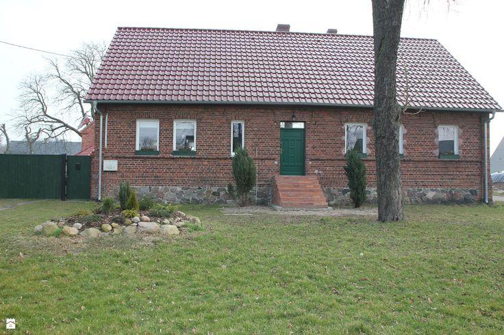 Front domu. - zdjęcie od Agnieszka Kijowska - Domy - Styl Vintage - Agnieszka Kijowska, brick house, diy, green doors