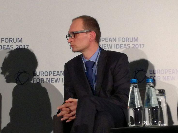 Prof. dr hab. med. Krystian Jażdżewski podczas konferencji EFNI