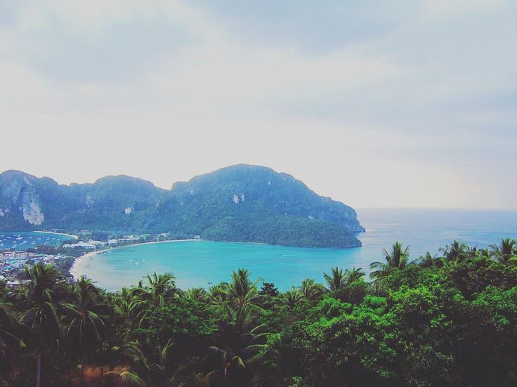 After a 30min steep hike to get the Phi Phi viewpoint - the view is WOW!! Definitely stay for the sunset  #whodoido #travelblogger #travelgram #travelstagram #travelpic #igaddict #wanderer #travelling #traveller #traveladdict #potd #instapic #instatravel #travelingram #blogger #bloggerlife #couple #coupletravel #wanderlust #traveltheworld  #explore #exploretheglobe #phiphiisland #views #travelawsome #welovetotravel #travelandlife #post