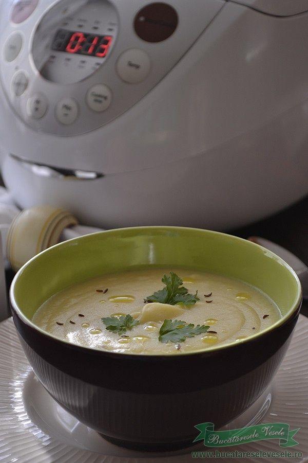 Astazi va prezint o delicioasa supa crema de pastarnac. Cu doar cateva ingrediente la indemana oricui si cu ajutorul aparatului Philips Multicooker, am reusit sa pregatesc aceasta reteta inedita, cu influiente frantuzesti. Supa crema de pastarnac este o supa fina , foarte aromata si extrem de gustoasa. Cei ce inca nu au descoperit acest aparat,