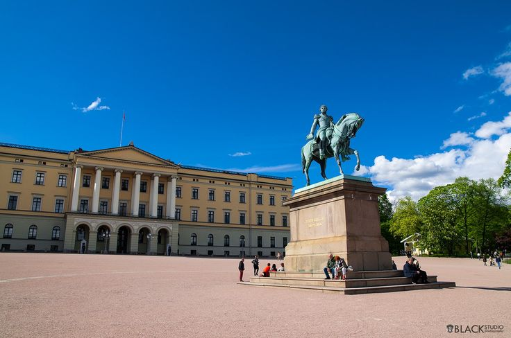 Oslo center, Norway King and king monument Palace www.BlackStudio.eu