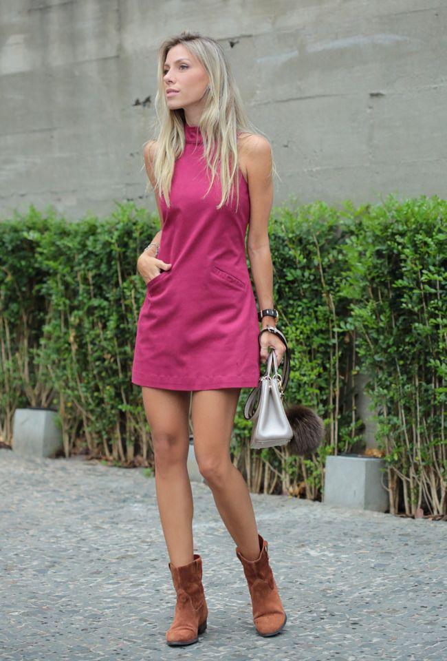 Look com vestido trapézio gola alta. Chique, elegante e confortável, perfeito para usar com sandália clássica ou botinha. Enfim, uma ótima dica de look.