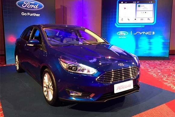 Ford divulga a tabela de preços para a linha 2017 do Focus.   Depois de ter anunciado um pacote de conectividade para o Focus hatch e sedan, a Ford divulgou a nova tabela de preços do modelo.  Confira os novos preços e versões