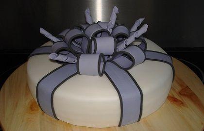 Een taart met lussen strik van Susannes Cakes