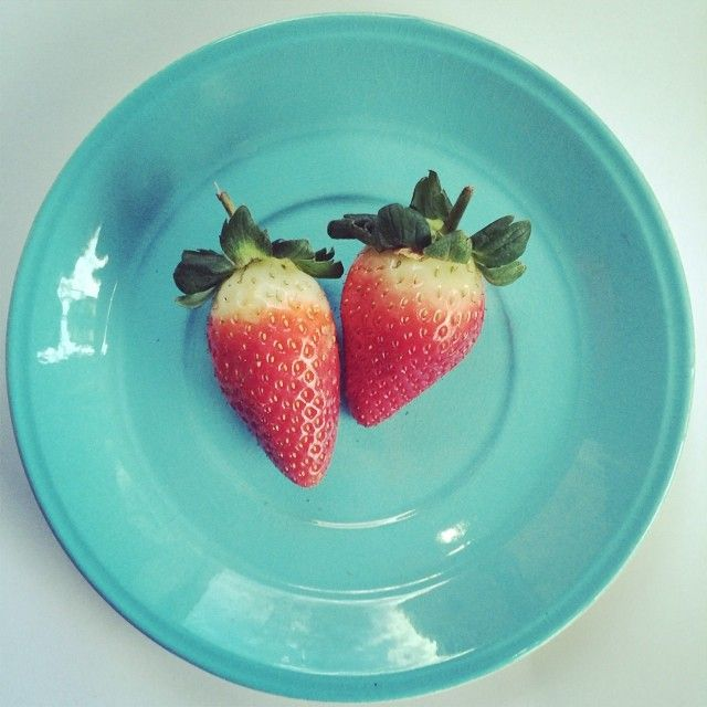 letsbefranc's photo on InstagramStrawberries: A great source of vitamin C and magnesium. Did you know they also help remove stains from your teeth? I like to pop mine in my @thenutribullet with banana, coconut water and cinnamon. #letsbefrancsealofapproval #beautyfromtheinsideout #nutriblast #strawberry #vitaminc #pickmeupwednesdaydrink #nutribullet
