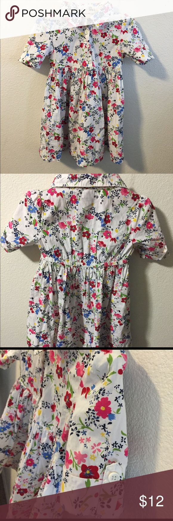 OLD NAVY Spring Dress 🌸🌼 Dress is pre ❤ in good condition. Perfect for spring with elastic waistband on the back and folded button sleeves. Old Navy Dresses Casual