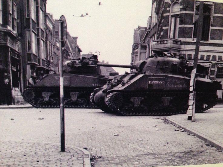 Sherman tanks on de Gedempte Zuiderdiep Groningen NL 1945