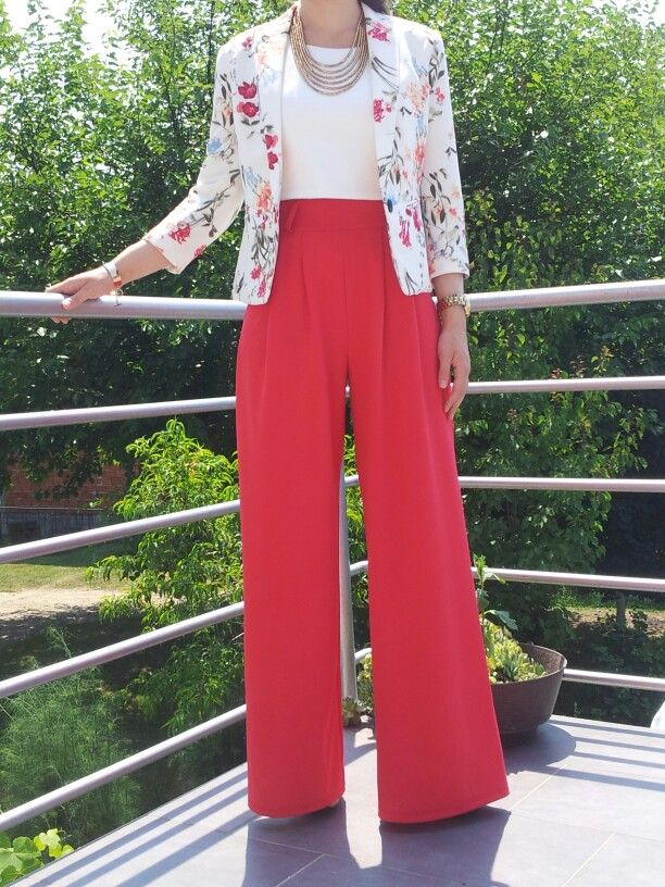 Outfit Party Frau Red Wide Leg Pants, White Shirt And Floral Blazer- Perfect