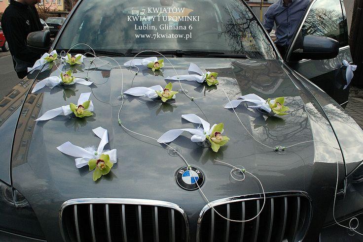 dekoracje samochodu na ślub ze storczyków