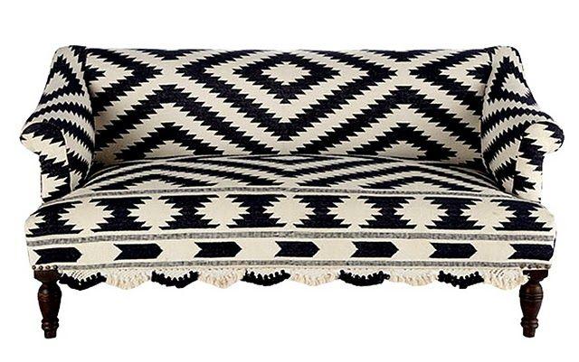 Black & white sofa from Lonny Mag