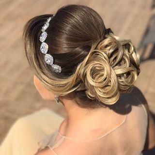 Discover penteadossonialopes's Instagram Bom dia ☺️☺️ Que a nossa semana seja abençoada #PenteadosSoniaLopes ✨ . . . #sonialopes #cabelo #penteado #noivasp #noiva #noivas #madrinha #casamento #master #hair #hairstyles #hairstyle #weddinghair #wedding #inspiration #instabeauty #beauty #updo #braids #braidideas #curl #curls #cabeleireiros #penteados 1555743214275034227_1188035779