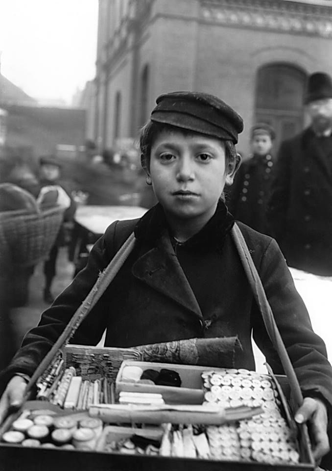 Jewish boy sells threads and sewing utensils on the street of Warsaw Photo: Willy Römer (1887 - 1979) Poland - Warsaw, November 1916