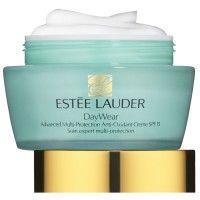 Estee Lauder DayWear is rijk aan anti-oxidanten, verdedigt tegen en vermindert de eerste tekenen van veroudering, zoals een doffe huid en uitdrogingslijntjes.