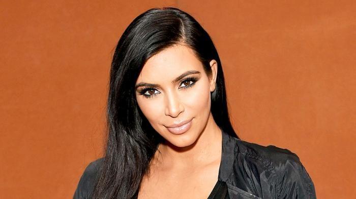Kim Kardashian - Ditodong Pistol Pria Berseragam Polisi, Puluhan Perhiasan Istri Kanye Wes Melayang