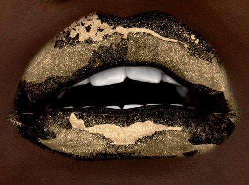 Gold lips: Kiss, Lips Gloss, Metals Lips, Makeup, Art, Gold Lipsticks, Luscious Lips, Glitter Lips, Lips Service