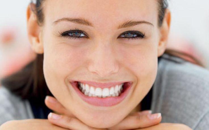 Você sabe o que é lente de contato dental? Trata-se de uma faceta de porcelana bem finas que deixam os dentes perfeitos. Veja onde comprar e quanto custa!