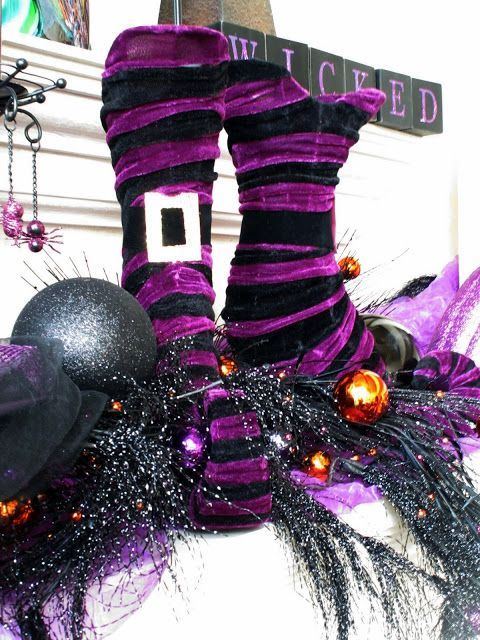Purple is a very beautiful and dramatic color, and what can be better for Halloween décor? Description from digsdigs.com. I searched for this on bing.com/images