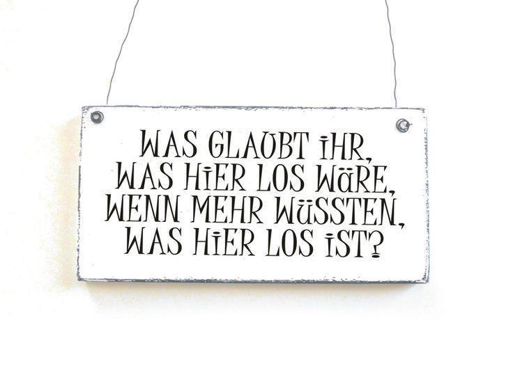 HIER IST WAS LOS Dekoschild Holzschild Türschild von DöRPKIND auf www.doerpkind.de