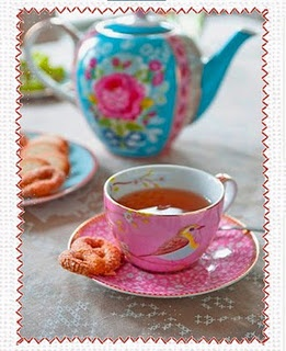 beautiful I wish I was drink tea from this cup right now x