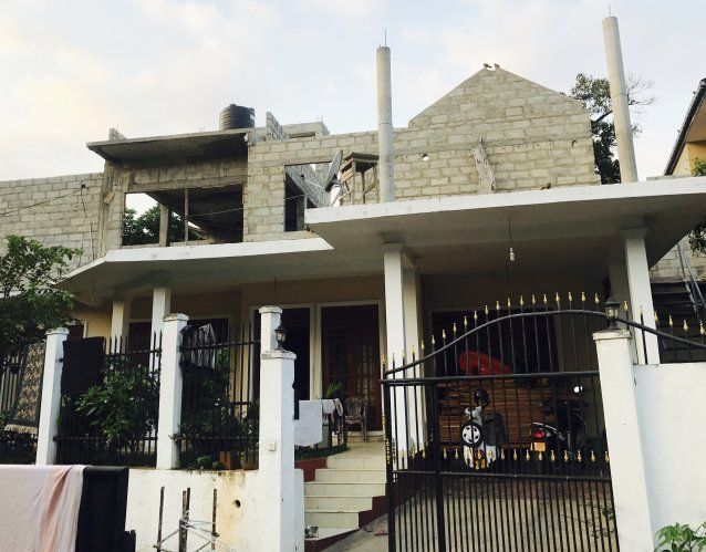 Land House for sale Central Kandy Akurana Full Specification