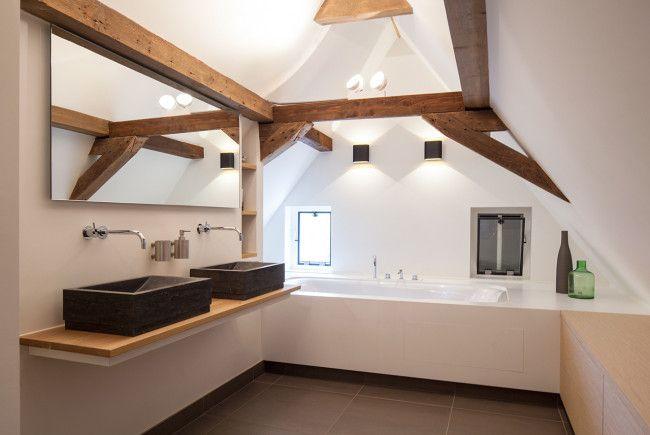 Bathroom. Renovation monumental farmhouse. Architecture and interior design by Heyligers d+p. Badkamer. Renovatie Rijksmonumentale boerderij. Totaalontwerp (incl interieur) door Heyligers d+p. www.h-dp.nl/en/
