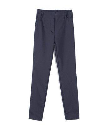 Broek sailore - Pantalon met een hoge taille en slanke pijp, uitgevoerd in een geweven katoenmix met elastaan. Het model heeft steekzakken aan de zijkant en strookzakken aan de achterkant. De broek kan gedragen worden met een riem en sluit met een dubbele haak-en-knoop