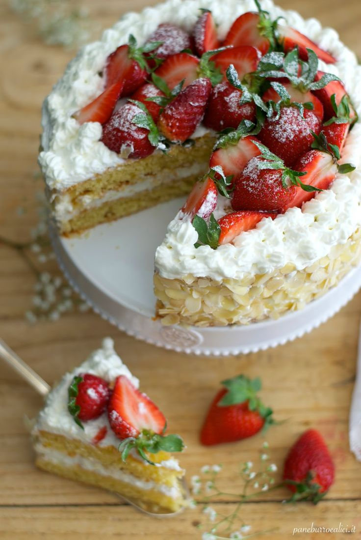 Chantilly cake with almonds and strawberries - Tortina alle mandorle con Chantilly e fragole - Pane, burro e alici