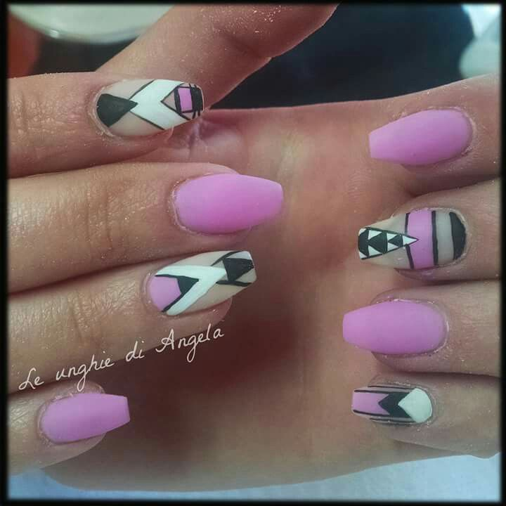 Matte neon gelpolish nails, geometric design