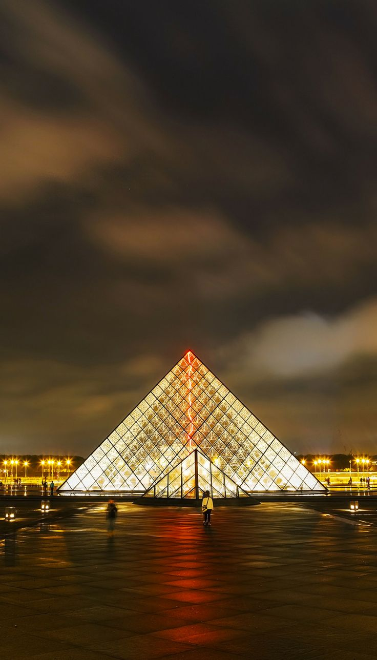 Top things you have to see your first time in Paris, France! The Louvre definitely made the list. Click through to read the full post.