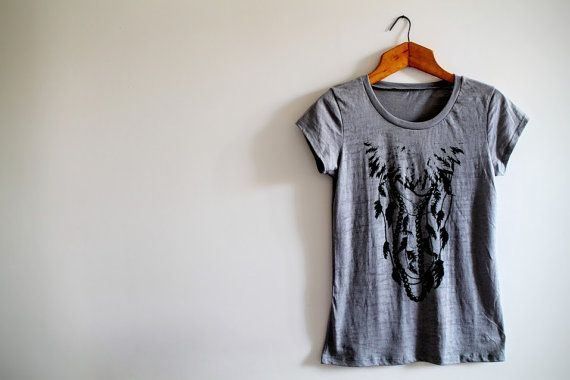 Feather t-shirtPearl necklace printwild-chic di ImImagination