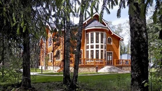 Дом из кедра в коттеджном поселке Серебряный Век.