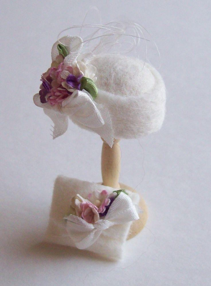1.12th scale dollhouse miniature felt cloche and bag