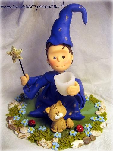 Cake topper per un compleanno di un bimbo vestito da mago con il suo gatto | cake-toppers-marymade | Pinterest | Cake toppers, Cake and Wedding cake toppers