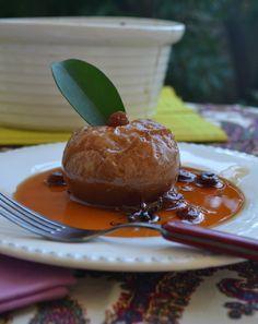 Μήλα ψητά με κρασί σταφίδες και μπαχαρικά