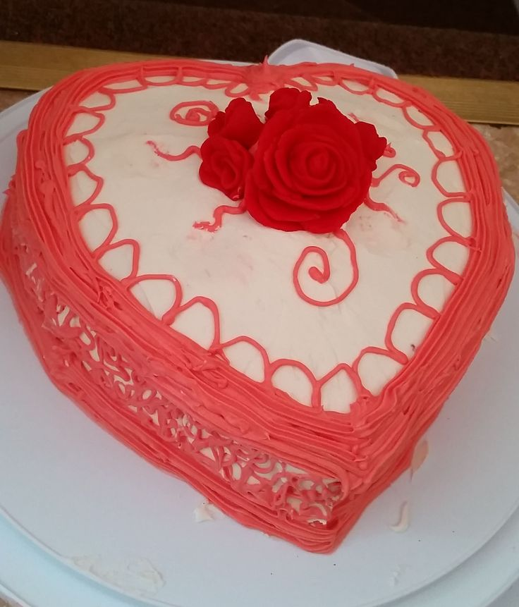 Valentines 2016. Hand piped creamcheese frosting and hand-sculpted fondant roses on a red velvet cake. by Heather Arbiter