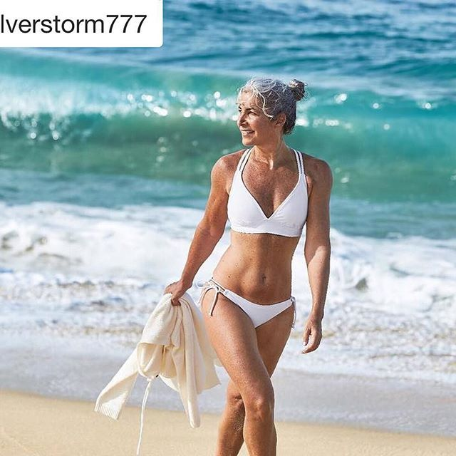 "Stunning, fit and healthy and as pretty as a picture 55yrs young Hillary @silverstorm777 , full-time US & international model. Hillary believes in ""being the best you can at every age and embrace who you uniquely are"" and advises ""Keep yourself healthy and fit and enjoy each day""❕☀️// Удивительно #стройная в отличной форме красивая #каккартинка Хиллари ей 55 лет @silverstorm777 работает #моделью в США и по всему миру. Хиллари считает что главное это ""Следить за своим здоровьем и занимат..."