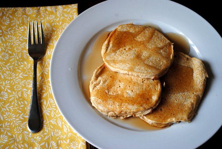 banana vanilla protein pancakes made with oats