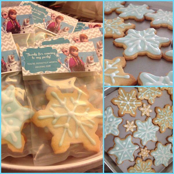 Frozen snowflake sugar cookies for Roslyn's 4th birthday. Handmadewithlove