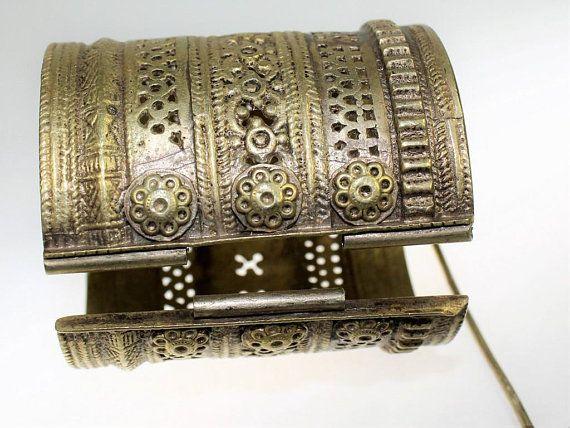 Große Kuchi Tribal Armspange aus messing, mit Pin, Vintage Tribal Fusion, Cosplay Nomadenschmuck, 17318.7