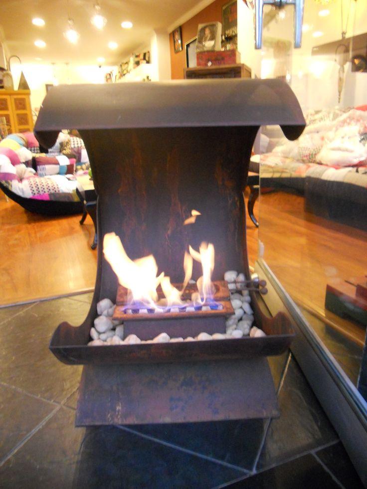 Chimenea ostra, calienta hasta 50 m2, también funcional en exteriores. athosmuebles.com