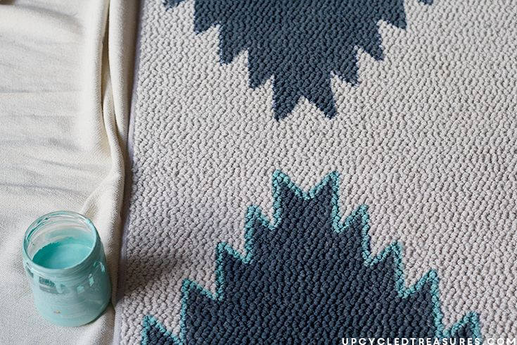 DIY Painted Rug Inspired by West Elm - I don't know about you, but I LOVE area rugs! They instantly change the way a space looks, and are an easy {and temporary…