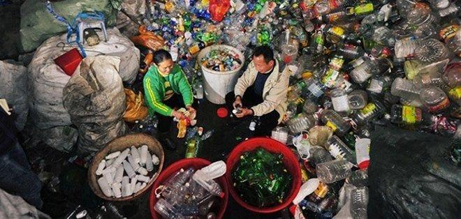 CHINA.- Con esta labor, este matrimonio chino paga la universidad de su hijo mayor, quien estudia en Alemania. Fotos: Internet