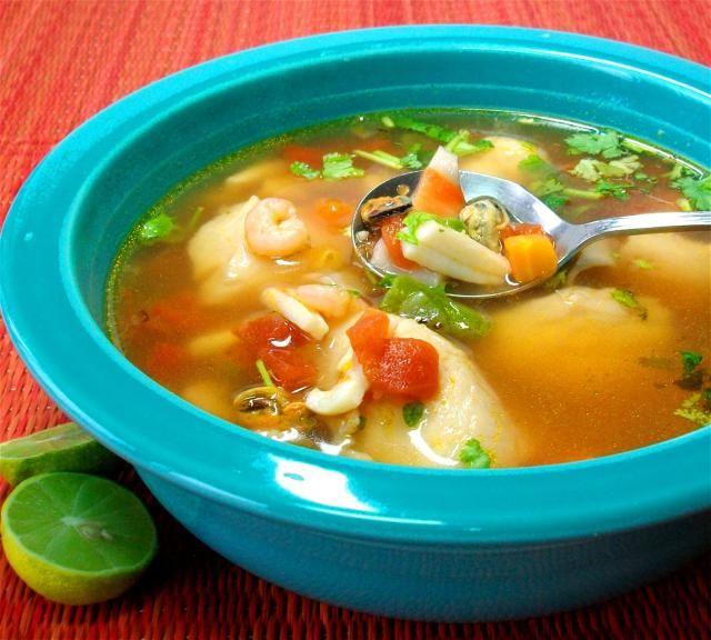 SOPA SENCILLA DE MARISCOS - Vuelve a la vida con esta sopa de verduras y pescado y mariscos mixtos.