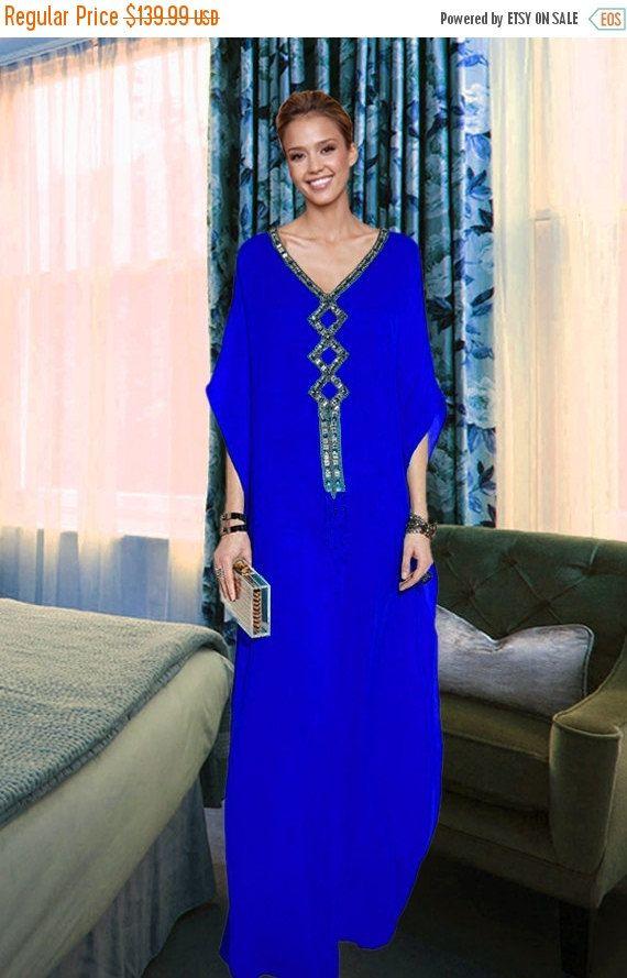Hand geborduurde Kaftan jurk Nieuwe mooie dames Dubai Kaftan Farasha Jalabiya borduurwerk Abaya  Omschrijving Elegante Butterfly stijl Farasha traditionele Fancy Dress / Kaftan. WORDT GELEVERD MET EEN INNERLIJKE JURK MET BIJPASSENDE KLEUR MOOIE, elegante en prachtige Kleur: Volgens afbeelding Gelieve te selecteren uw regelmatige jurk formaat niet Abaya Materiaal: 100% Polyester Georgette Kwaliteit: Uitstekende (beste kwaliteit op onze voorraad) Absoluut Perfect voor elke gelegenheid... Een…