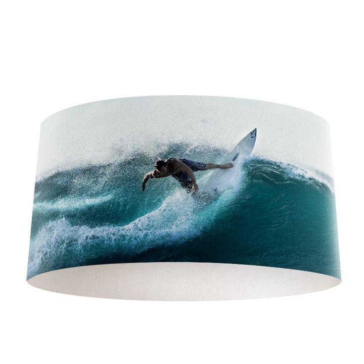 Lampenkap Surf | Bestel lampenkappen voorzien van digitale print op hoogwaardige kunststof vandaag nog bij YouPri. Verkrijgbaar in verschillende maten en geschikt voor diverse ruimtes. Te bestellen met een eigen afbeelding of een print uit onze collectie.  #lampenkap #lampenkappen #lamp #interieur #interieurdesign #woonruimte #slaapkamer #maken #pimpen #diy #modern #bekleden #design #foto #surf #surfen #sport #sportief #water #zee #blauw