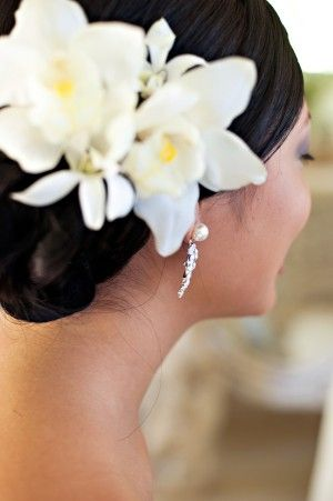 I love flowers in the hair. I would wear this every day if I could!
