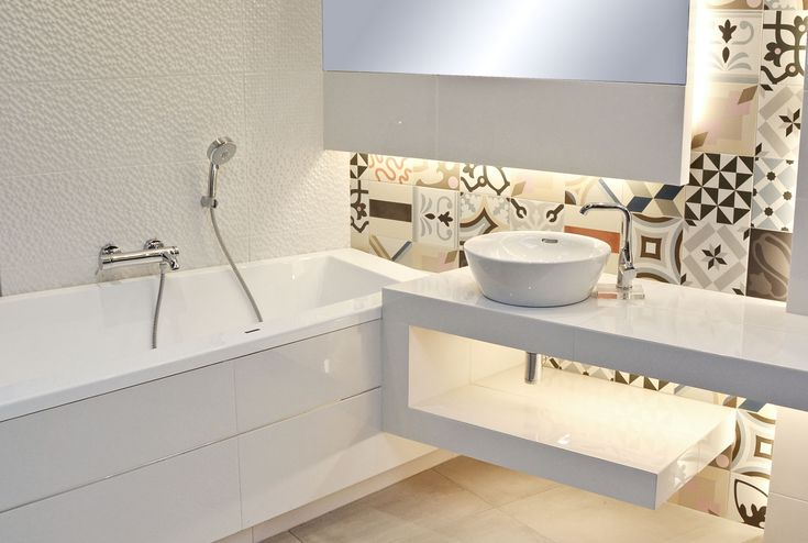#viverto #InspiracjeViverto #łazienka #bathroom #beautiful #perfect #pomysł #design #idea #nice #cool #inspiration #biel #white #klasyka #patchwork #mosaic #mozaika #kolory #kolorowo #colors #płytki #tiles  #lustro #mirror #toaleta #ceramika #umywalka #armatura #baterie #bateria #wow #cegła #białacegła #moda #trend #wanna #prysznic